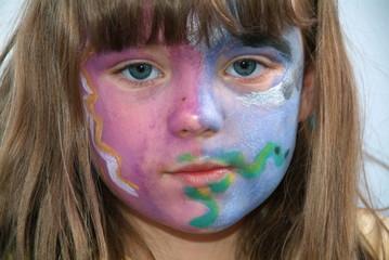 Eine junge Mädchen mit Facepainting.