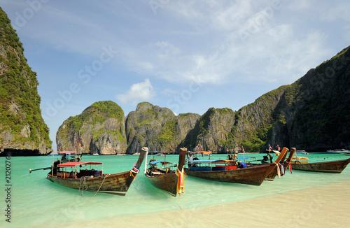 tajlandia-morze-andamanskie-wyspa-phi-phi-tajlandzkie-lodzie-dalej