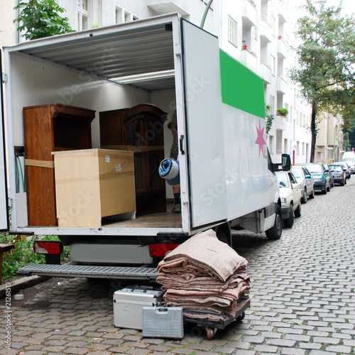 Leinwandbild Motiv moving house van