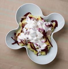 ensalada con salsa blanca