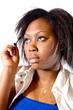 jeune femme africaine se maquille