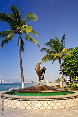 Leinwanddruck Bild Friendship fountain in Puerto Vallarta, Mexico
