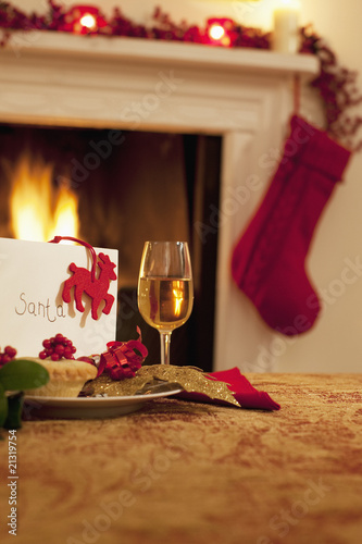 """Tartlet, wine and card for Santa"""