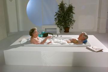Oma und Opa in der Badewanne