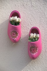 Hand-painted pink wooden shoes with white tukips