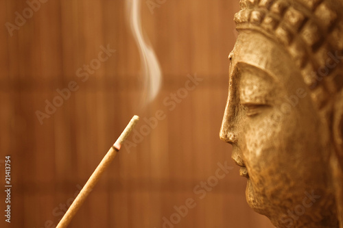 ZEN Tempel - Smoke Meditation with Buddha Head