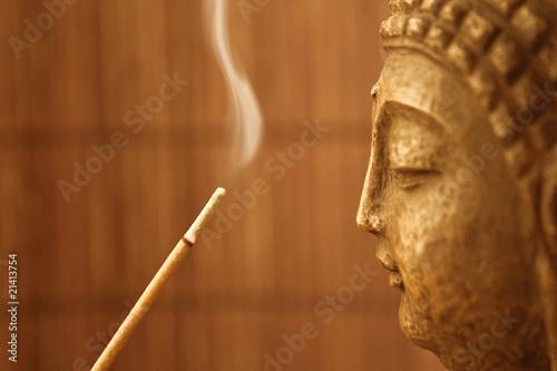 ZEN Tempel - Smoke Meditation with Buddha Head