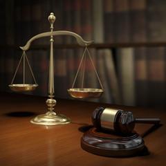 Martello da giudice e bilancia