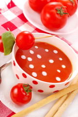 tomato soup with cream drops