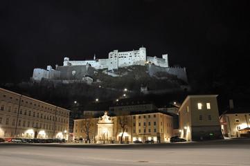 Burg Hohensalzburg bei Nacht