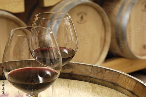 un sorso di vino in cantina