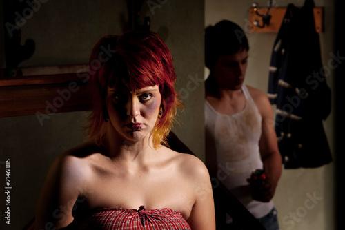 przerazona-mloda-kobieta