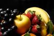 Quadro Vassoio di frutta su sfondo nero