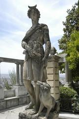 Estatua con perro