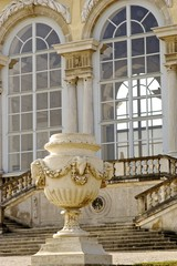 Fenster der Gloriette im Schlosspark Schönbrunn zur Osterzeit
