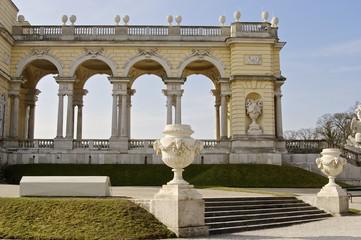 Gloriette im Schlosspark Schönbrunn zur Osterzeit