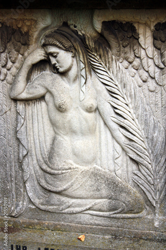 Grabmal mit nackter Frau - 21550919