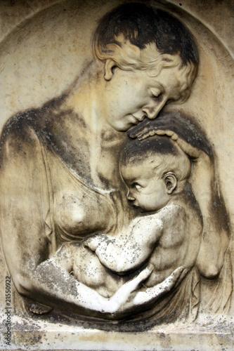 Grabmal: Mutter mit Kind - 21550922