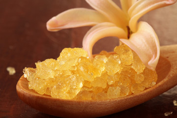 Yellow bath salt