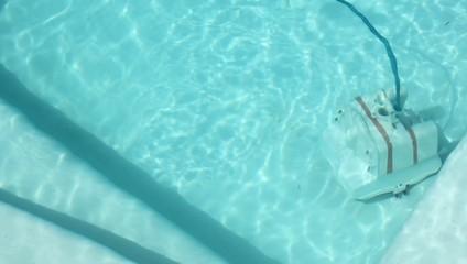 Robot nettoyant la piscine