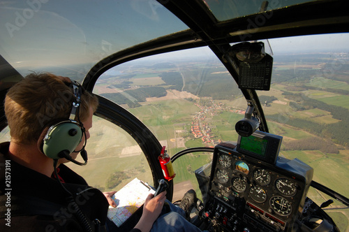 Im Hubschrauber Cockpit