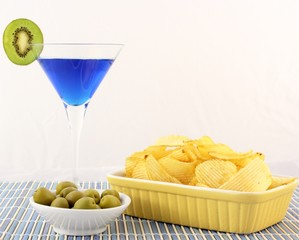 Blu Cocktail,green olive & chips