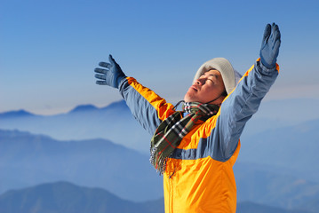 asian climber enjoy sunshine with beautiful mountain scenery.