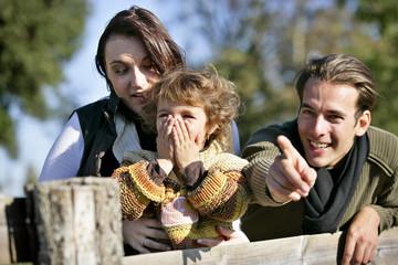 Portrait d'une famille à la campagne