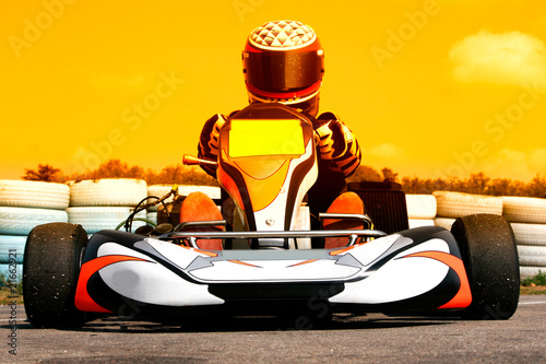 Foto op Canvas Snelle auto s pilote de karting au coucher du soleil