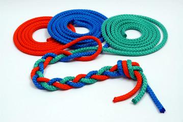 Treccia di corde colorate