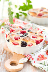 Fruit pudding(clafoutis) with berry