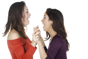 deux jeunes femmes rigolade