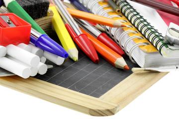 matériel scolaire, rentrée des classes, fond blanc