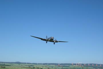Douglas DC-3 im Landeanflug