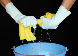 Limpiando casa.