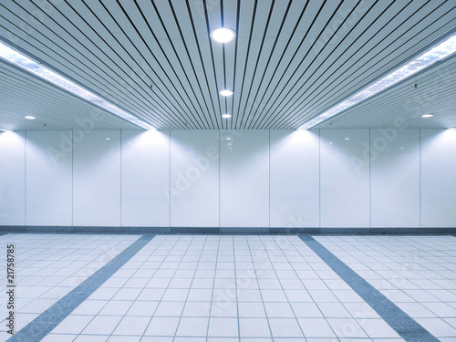 Fotobehang Tunnel Underground passage to subway station