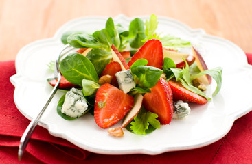 strawberry gorgonzola salad