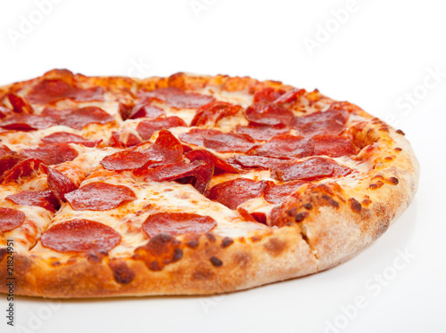 Plexiglas Kruidenierswinkel Pepperoni pizza on a white background