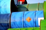 Stahlfässer mit Chemikalien - 21834105