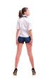 девушка в рубашке и коротких шортах