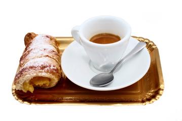 Caffè con cornetto alla crema
