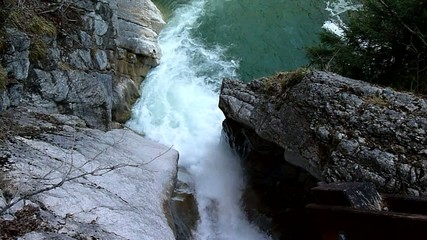 Wasserfall im Gebirge - Video Clip - Waterfall in Mountains