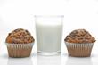 Vaso de leche con magdalenas
