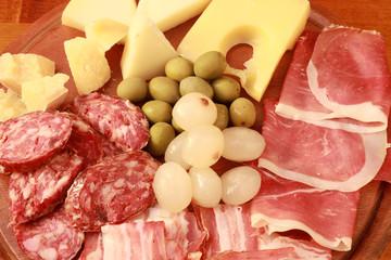 tagliere misto salumi,formaggi e soattaceti