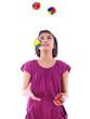mädchen jongliert