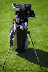 Golf bag with golf clubs