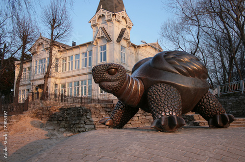 Sculpture of a big turtle