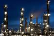 Raffinerie bei Heide in Schleswig-Holstein bei Nacht