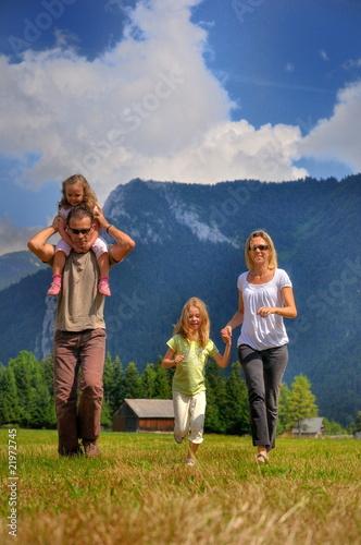 Famille à la campagne.