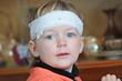 Kleinkind mit Kopfverletzung